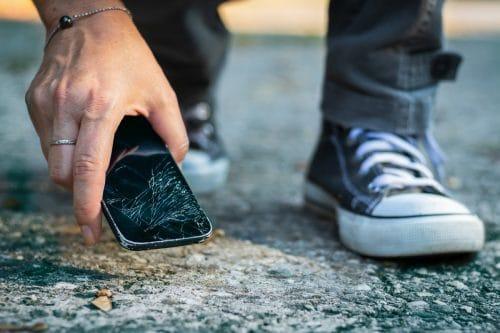 Écran de smartphone fissuré
